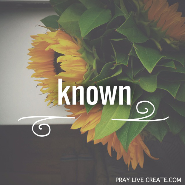God says He loves us and knows us by name {praylivecreate.com} #Bible #scripture #quotes